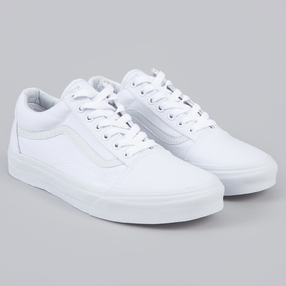 2350a10a177c Vans All White Old Skool Low Top Sneakers. M 5ac57472077b971c72b08583